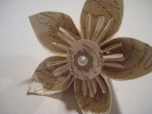 En Francais paper flower